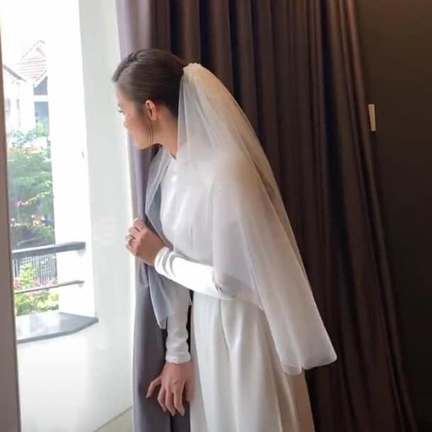 Toàn cảnh đám cưới thế kỷ Đông Nhi - Ông Cao Thắng: Cô dâu chú rể rạng rỡ, trao nhau nụ hôn thắm thiết - Ảnh 7