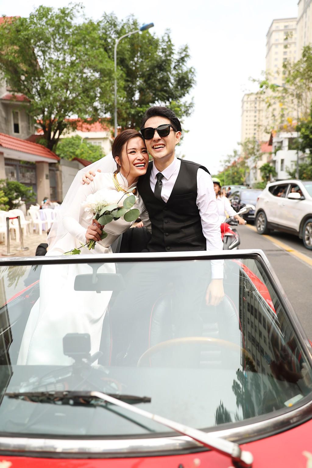 Toàn cảnh đám cưới thế kỷ Đông Nhi - Ông Cao Thắng: Cô dâu chú rể rạng rỡ, trao nhau nụ hôn thắm thiết - Ảnh 6