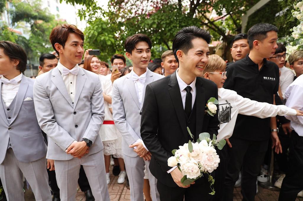 Toàn cảnh đám cưới thế kỷ Đông Nhi - Ông Cao Thắng: Cô dâu chú rể rạng rỡ, trao nhau nụ hôn thắm thiết - Ảnh 1