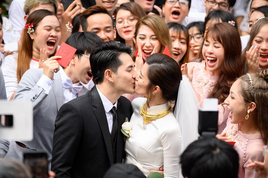 Toàn cảnh đám cưới thế kỷ Đông Nhi - Ông Cao Thắng: Cô dâu chú rể rạng rỡ, trao nhau nụ hôn thắm thiết - Ảnh 9