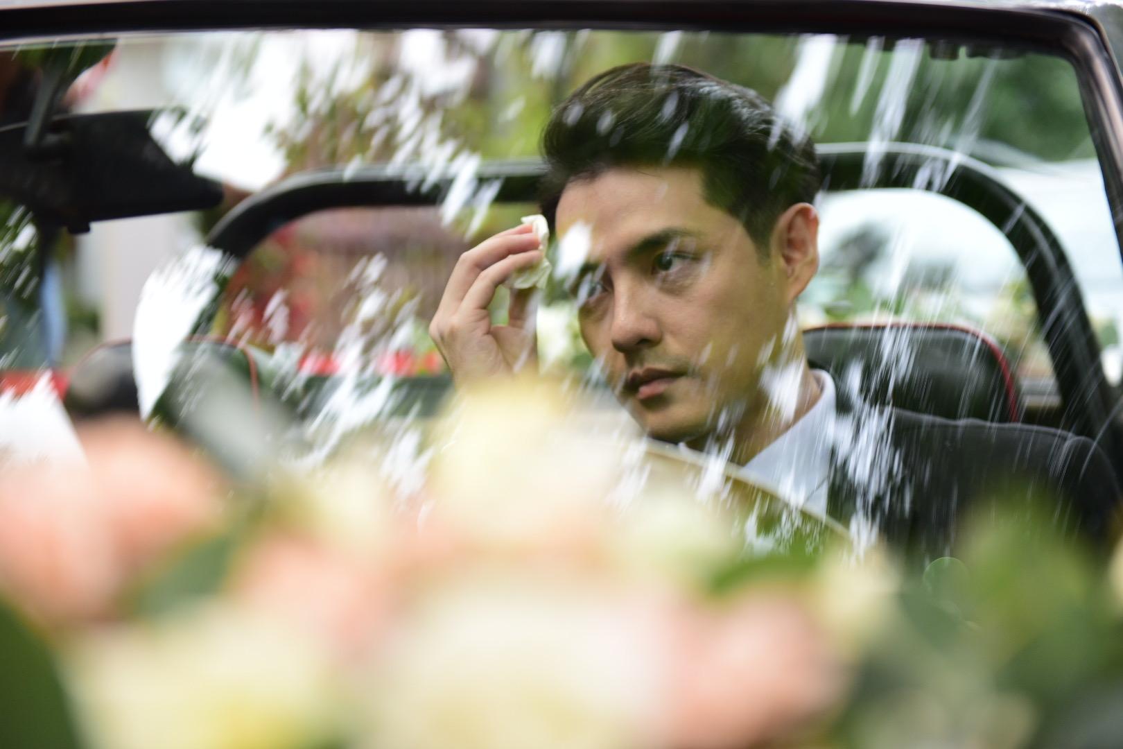 Đám cưới thế kỷ Đông Nhi - Ông Cao Thắng: Chú rể rạng rỡ lái xe rước dâu, dàn phù dâu phù rể đình đám - Ảnh 13