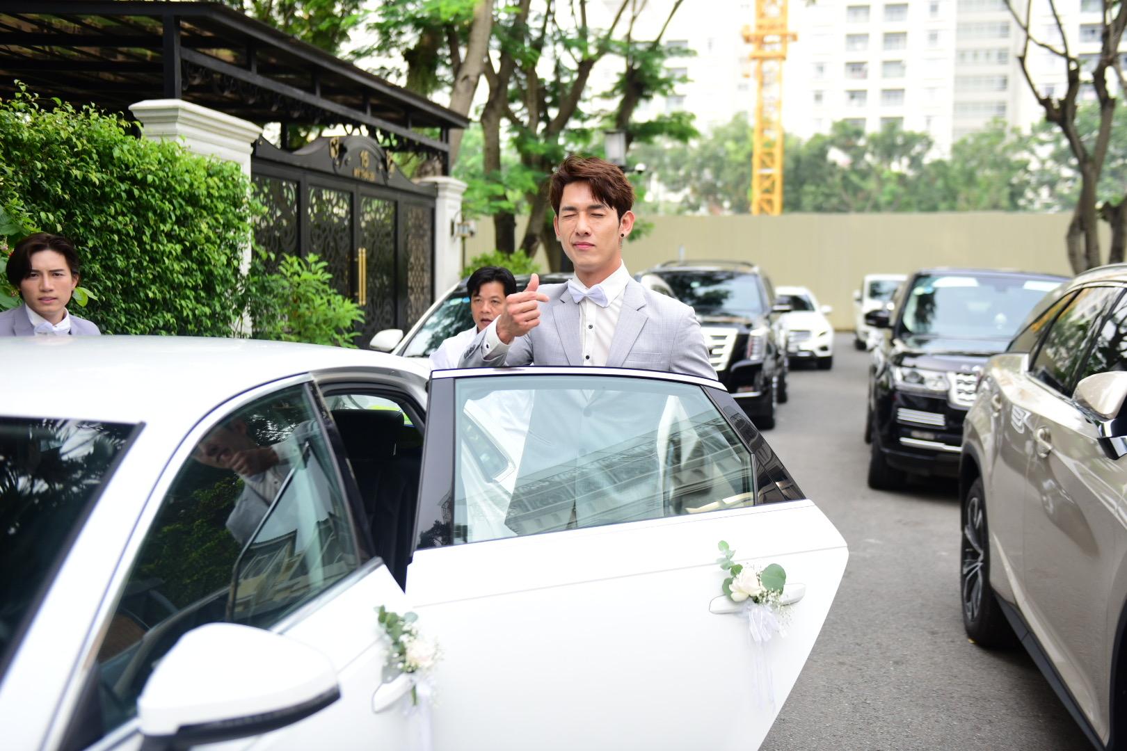 Đám cưới thế kỷ Đông Nhi - Ông Cao Thắng: Chú rể rạng rỡ lái xe rước dâu, dàn phù dâu phù rể đình đám - Ảnh 5