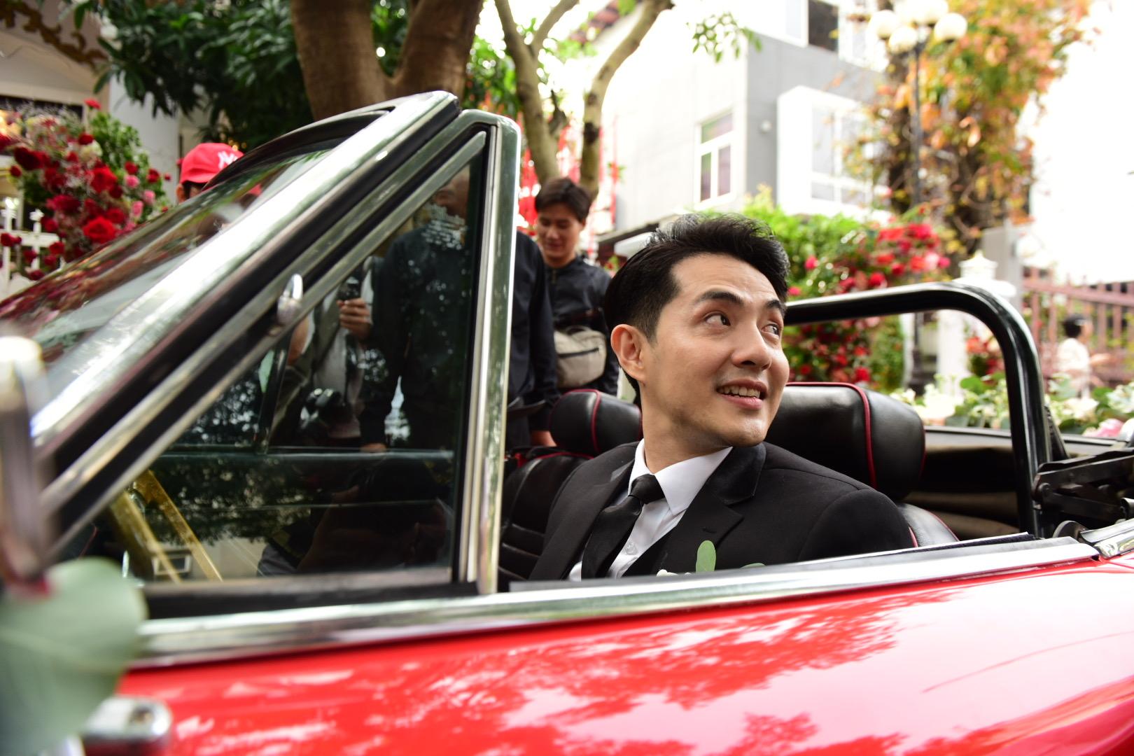 Đám cưới thế kỷ Đông Nhi - Ông Cao Thắng: Chú rể rạng rỡ lái xe rước dâu, dàn phù dâu phù rể đình đám - Ảnh 18