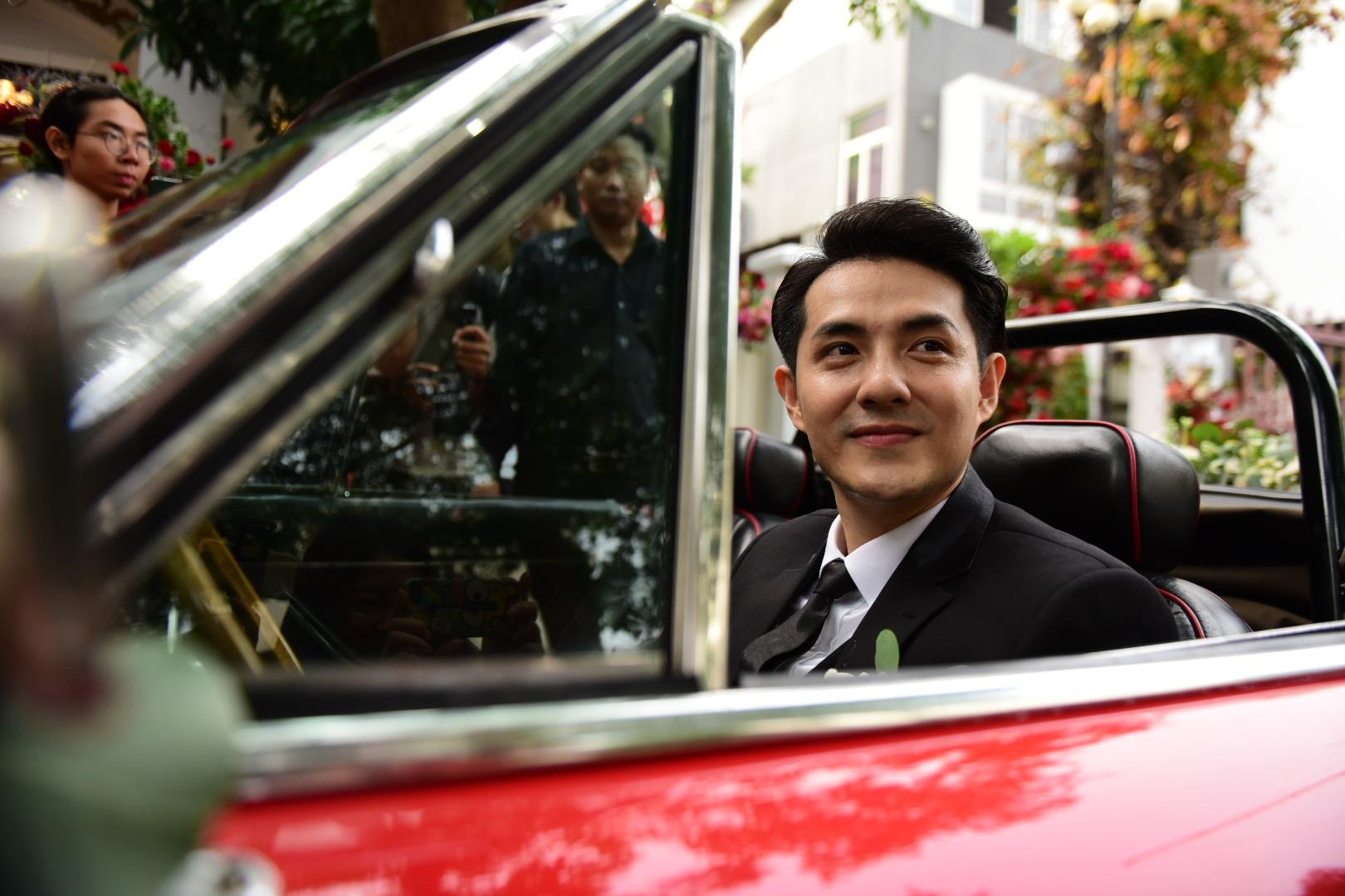 Đám cưới thế kỷ Đông Nhi - Ông Cao Thắng: Chú rể rạng rỡ lái xe rước dâu, dàn phù dâu phù rể đình đám - Ảnh 15