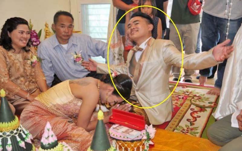 Cô dâu quỳ lạy chú rể ở đám cưới và cuộc sống hôn nhân ít ai ngờ - Ảnh 1