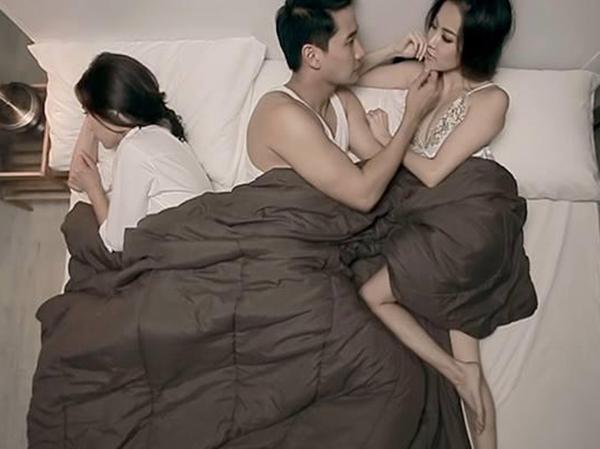 Người phụ nữ đang có tư tưởng ngoại tình về đến nhà nhất định sẽ có 1 trong 3 biểu hiện không cách nào che giấu này - Ảnh 2