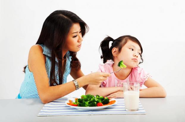 Cha mẹ nên làm gì khi trẻ biếng ăn? - Ảnh 1