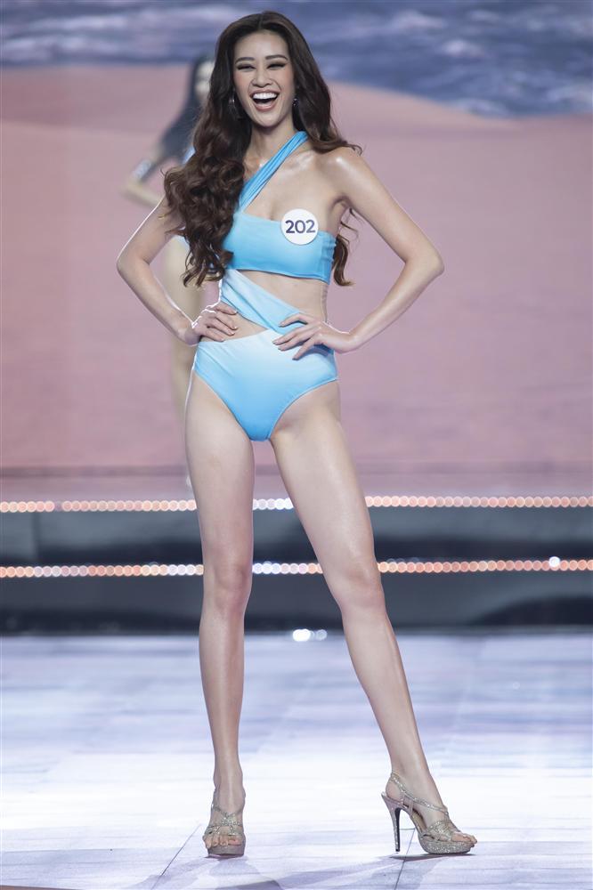 Thí sinh Hoa hậu Hoàn vũ Việt Nam 2019 đọ dáng gợi cảm với phần trình diễn bikini - Ảnh 1