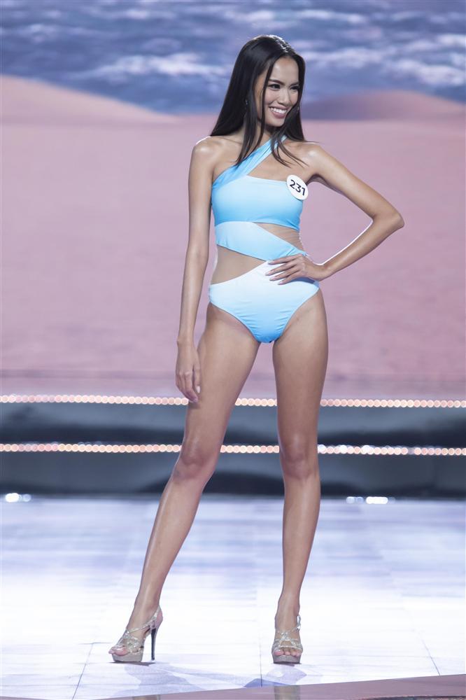 Thí sinh Hoa hậu Hoàn vũ Việt Nam 2019 đọ dáng gợi cảm với phần trình diễn bikini - Ảnh 3