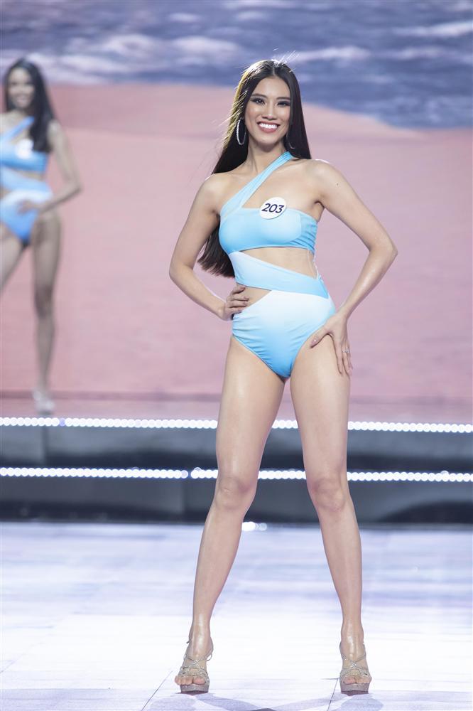 Thí sinh Hoa hậu Hoàn vũ Việt Nam 2019 đọ dáng gợi cảm với phần trình diễn bikini - Ảnh 5