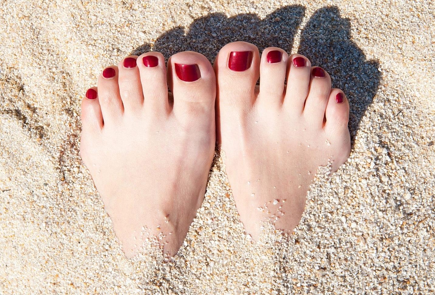 4 mẹo chăm sóc móng tay, móng chân tại nhà - Ảnh 3