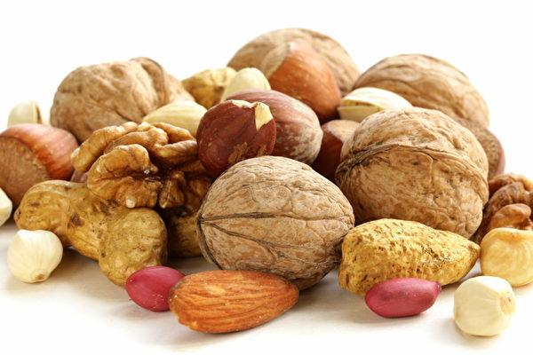 Hạt vỏ cứng là thức ăn vặt bổ sung kẽm tuyệt vời cho trẻ
