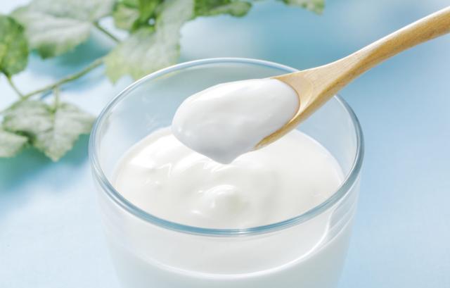 Các thành phần như protein và gluxit trong sữa chua rất quan trọng