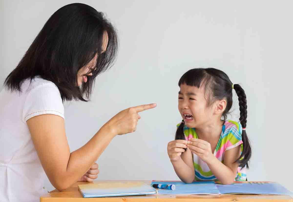 Dạy trẻ bằng tư duy của người lớn chỉ khiến trẻ không nghe lời