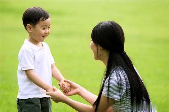 Bố mẹ nên đứng ở góc độ của trẻ để suy nghĩ và giải quyết vấn đề