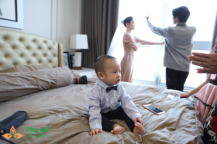 Giang Hồng Ngọc lần đầu khoe con trai, hôn chồng say đắm trong lễ ăn hỏi - Ảnh 4