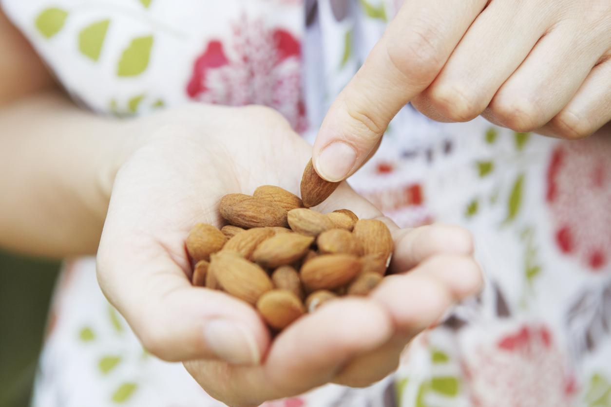 Bà bầu cần lưu ý những điều này khi ăn trái cây và hạt sấy khô để mang lại nhiều lợi ích cho thai nhi - Ảnh 3