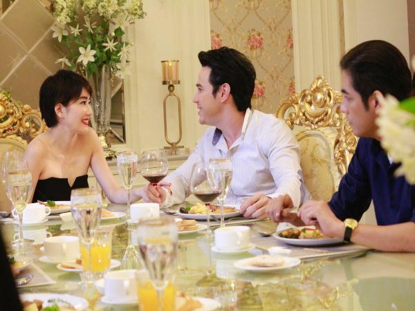 """Chồng đưa bồ đi ăn nhà hàng, vợ mạnh tay đặt luôn bàn đối diện và lên kế hoạch """"xử tội"""" - Ảnh 2"""