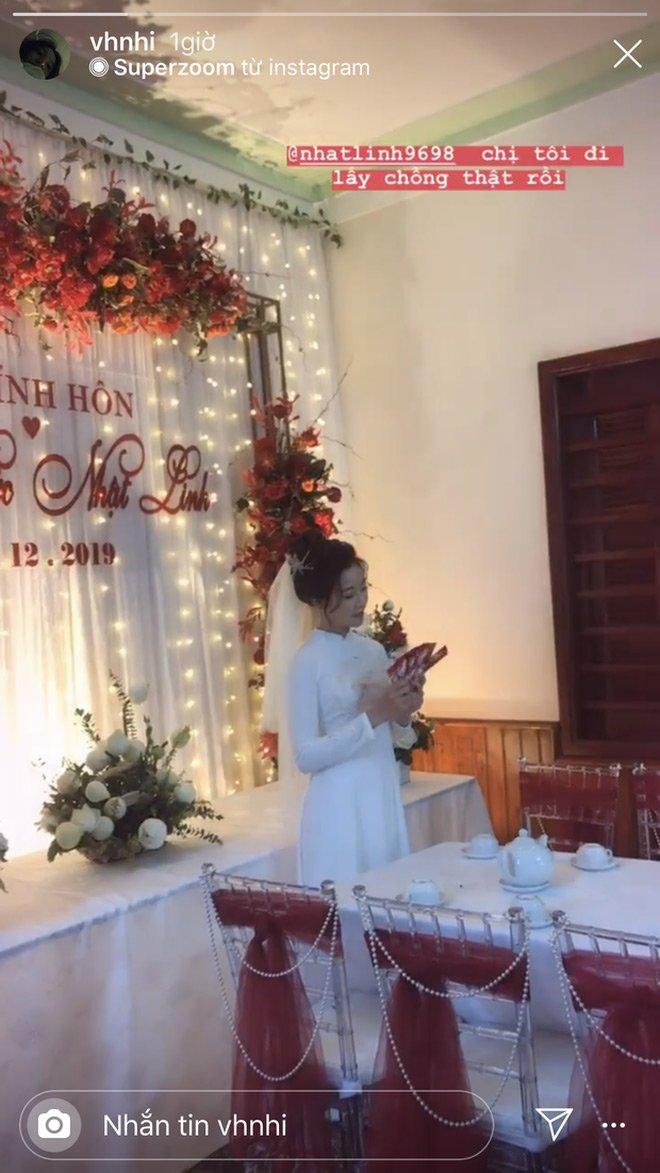 Đám cưới cầu thủ Phan Văn Đức: Vợ hot girl chẳng có gì ngoài vàng đeo khắp người - Ảnh 2
