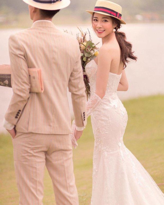Đám cưới cầu thủ Phan Văn Đức: Vợ hot girl chẳng có gì ngoài vàng đeo khắp người - Ảnh 6