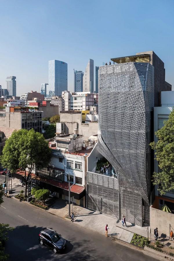 Sốc với tòa nhà mặt tiền bao phủ lớp thép uốn lượn độc đáo - Ảnh 1