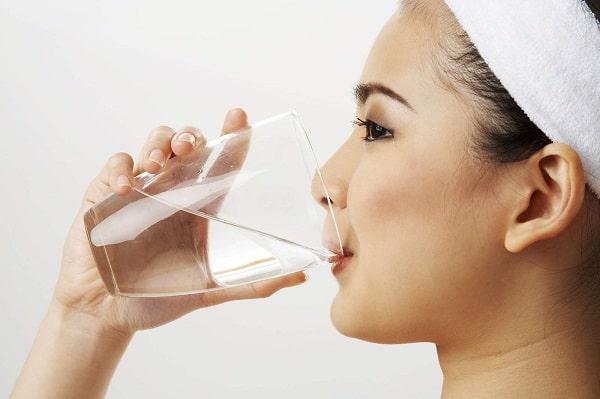 Uống quá nhiều nước có thể dẫn tới nhiễm độc nước, tử vong - vậy làm sao để biết mình có đang uống nhiều nước hay không? - Ảnh 4