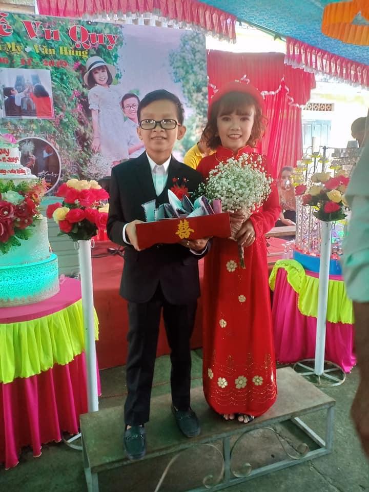 """""""Cặp đôi bé nhất Việt Nam"""" tổ chức đám cưới khiến cả làng kéo nhau tới xem - Ảnh 3"""
