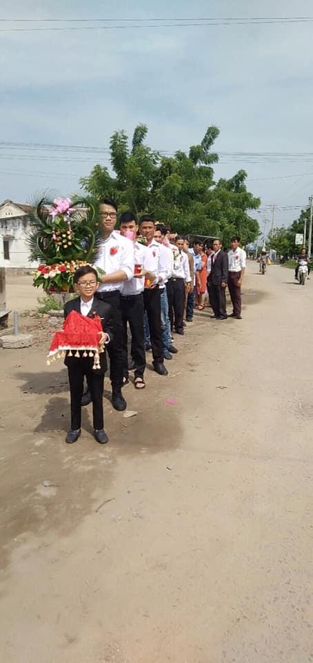 """""""Cặp đôi bé nhất Việt Nam"""" tổ chức đám cưới khiến cả làng kéo nhau tới xem - Ảnh 4"""