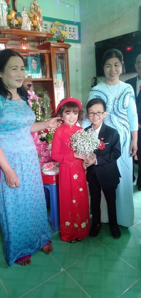 """""""Cặp đôi bé nhất Việt Nam"""" tổ chức đám cưới khiến cả làng kéo nhau tới xem - Ảnh 5"""