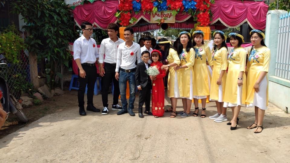 """""""Cặp đôi bé nhất Việt Nam"""" tổ chức đám cưới khiến cả làng kéo nhau tới xem - Ảnh 6"""