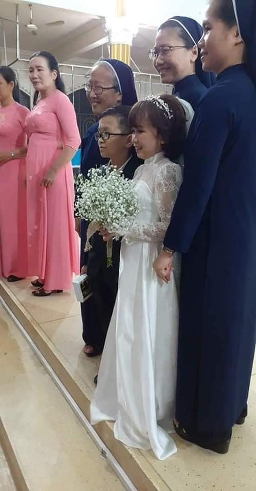 """""""Cặp đôi bé nhất Việt Nam"""" tổ chức đám cưới khiến cả làng kéo nhau tới xem - Ảnh 8"""