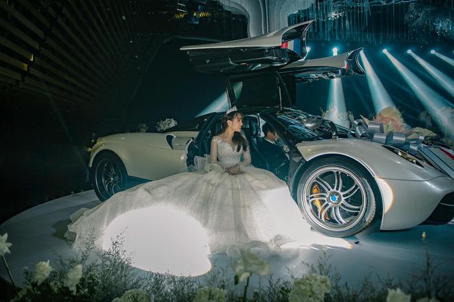 'Review' chi tiết những chiếc váy cưới hot nhất năm 2019 khiến dân tình chỉ muốn 'lên xe hoa' ngay và luôn - Ảnh 4