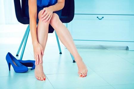 Bác sĩ chỉ ra thủ phạm chính khiến cô không lên đỉnh được lại chính là những đôi giày cao gót cô đang mang