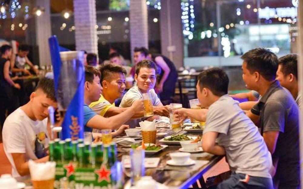 Việt Nam là nước có mức tiêu thụ rượu bia lớn nhất thế giới