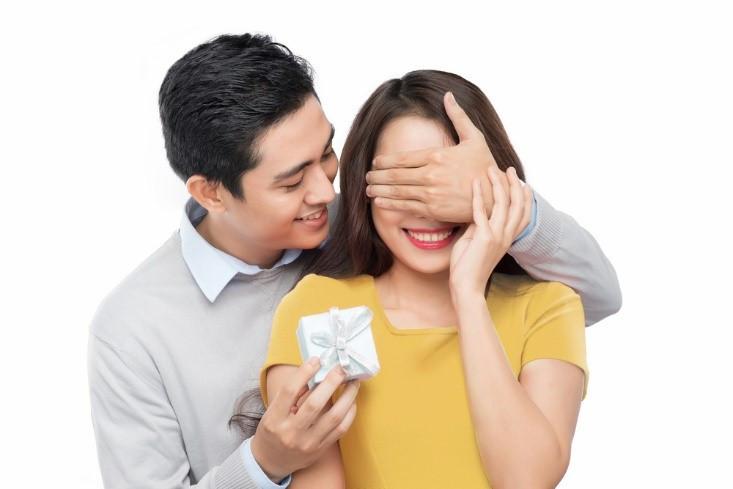 Tự nhiên quan tâm vợ thái quá vì cảm giác tội lỗi