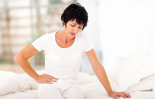 Một số phụ nữ có thể gặp khô hạn, đau rát khi quan hệ