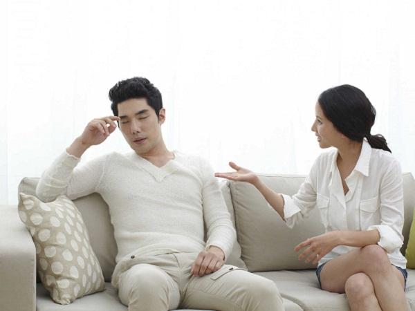 Không nên giấu diếm với người bạn đời của mình mà hãy chia sẻ để thông cảm và cùng nhau tìm cách khắc phục