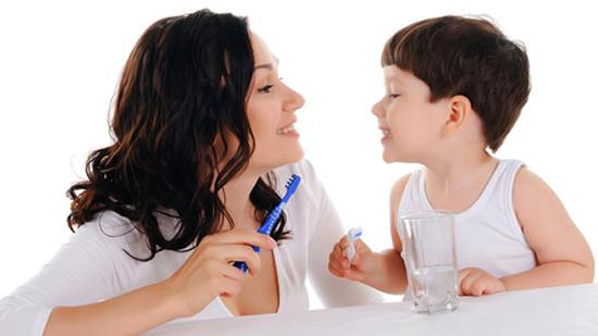 Đánh răng cho bé: Khi nào cha mẹ nên bắt đầu? - Ảnh 1