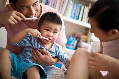 Đánh răng cho bé: Khi nào cha mẹ nên bắt đầu? - Ảnh 4