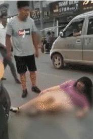 Phẫn nộ với người đàn ông đánh vợ ngay trên phố, khi biết nguyên nhân ai cũng bất ngờ - Ảnh 2