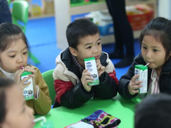 Bộ Y tế yêu cầu sữa học đường phải có đủ 21 vi chất - Ảnh 1