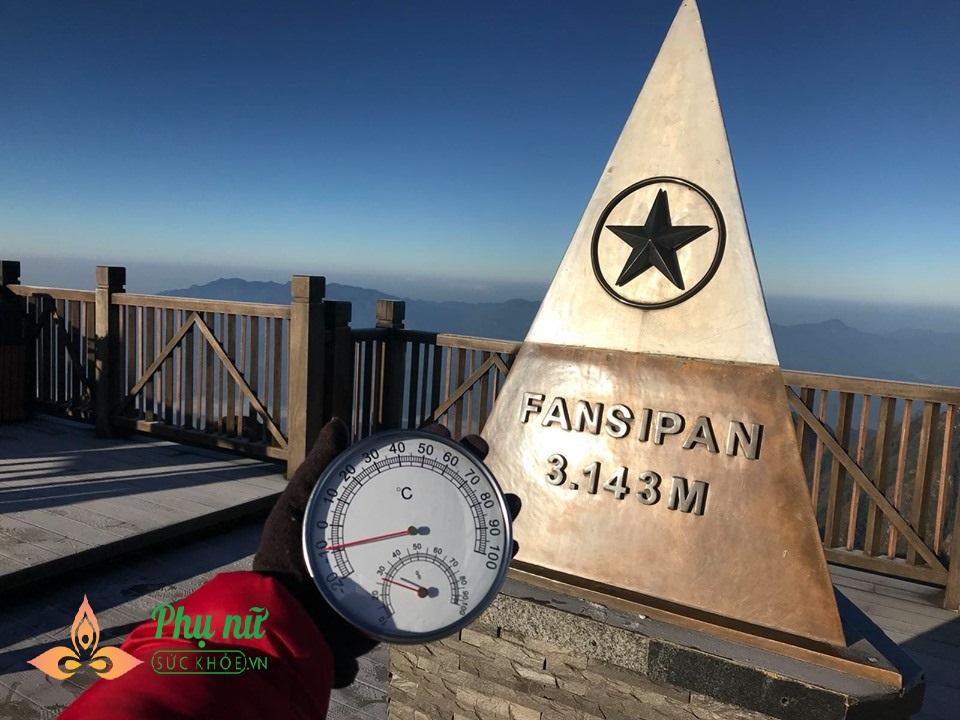 Đỉnh núi Fansipan lạnh âm 8 độ C, băng giá dày đặc như mùa đông châu Âu - Ảnh 2