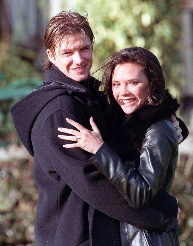Cầu thủ xuất sắc hàng đầu nước Anh David Beckham và thành viên nổi tiếng nhất nhóm nhạc đình đám Spice Girls Victoria Adams hẹn hò từng được xem là chuyện động trời