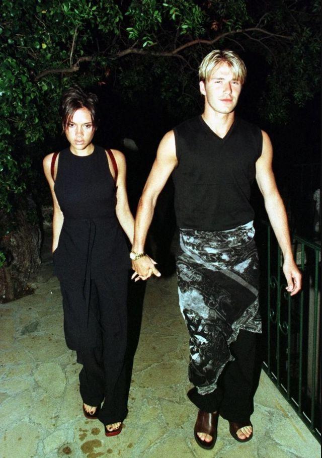Cả hai lần đầu tiên tại một bữa tiệc nhỏ sau trận bóng đá gây quỹ từ thiện tại London năm 1997