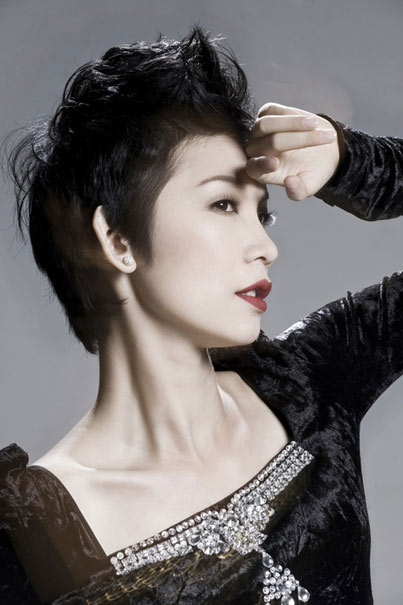 Xuân Lan nổi tiếng với gương mặt và phong cách lạnh lùng cùngmái tóc cắt ngắn cá tính kiểu ma-nơ-canh