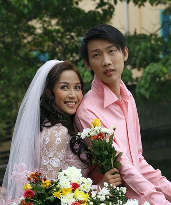 tháng 10/2008, cặp đôi tổ chức hôn lễ trong 2 ngày liền
