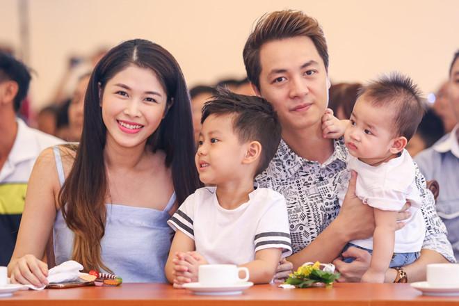 Cuộc sống vợ chồng lại càng thêm trọn vẹn khi Thủy Anh sinh bé thứ 2
