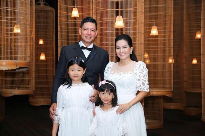 Mái ấm của cặp đôi thêm trọn vẹn với sự xuất hiện của hai cô con gái