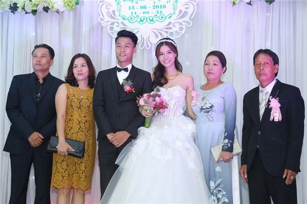 Đám cưới của cặp đôi không được công chúng ủng hộ, chúc phúc