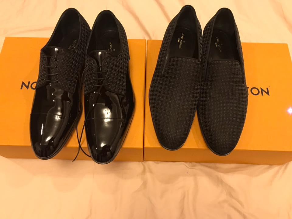 hai đôi giày hàng hiệu của nhà mốt Louis Vuitton